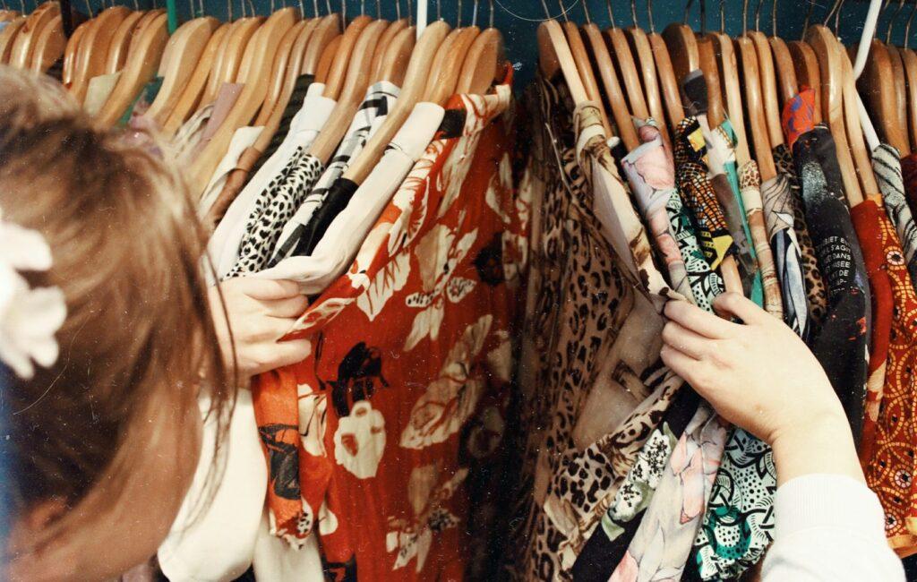 Quel est le style vestimentaire des années 80 ?