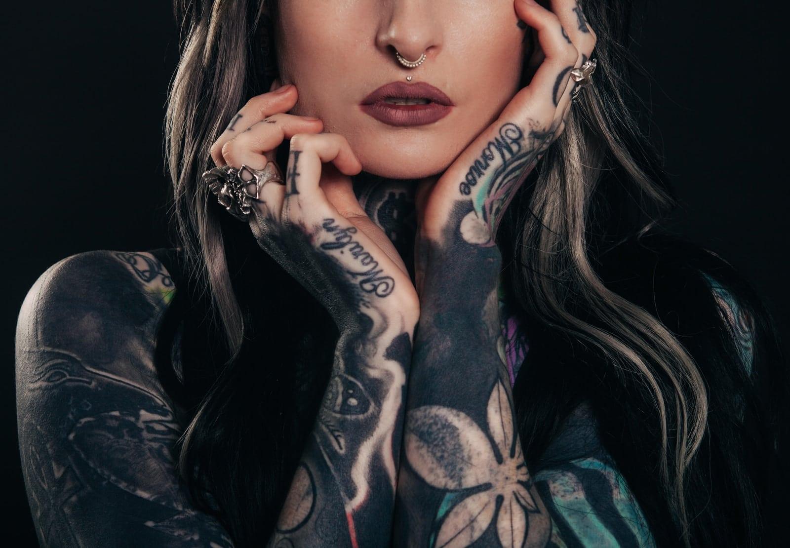 la cicatrisation d'un tatouage